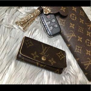 Auth Louis Vuitton 4-key Holder TH0032